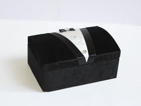 Damat Figürlü Kadife Sandık Siyah